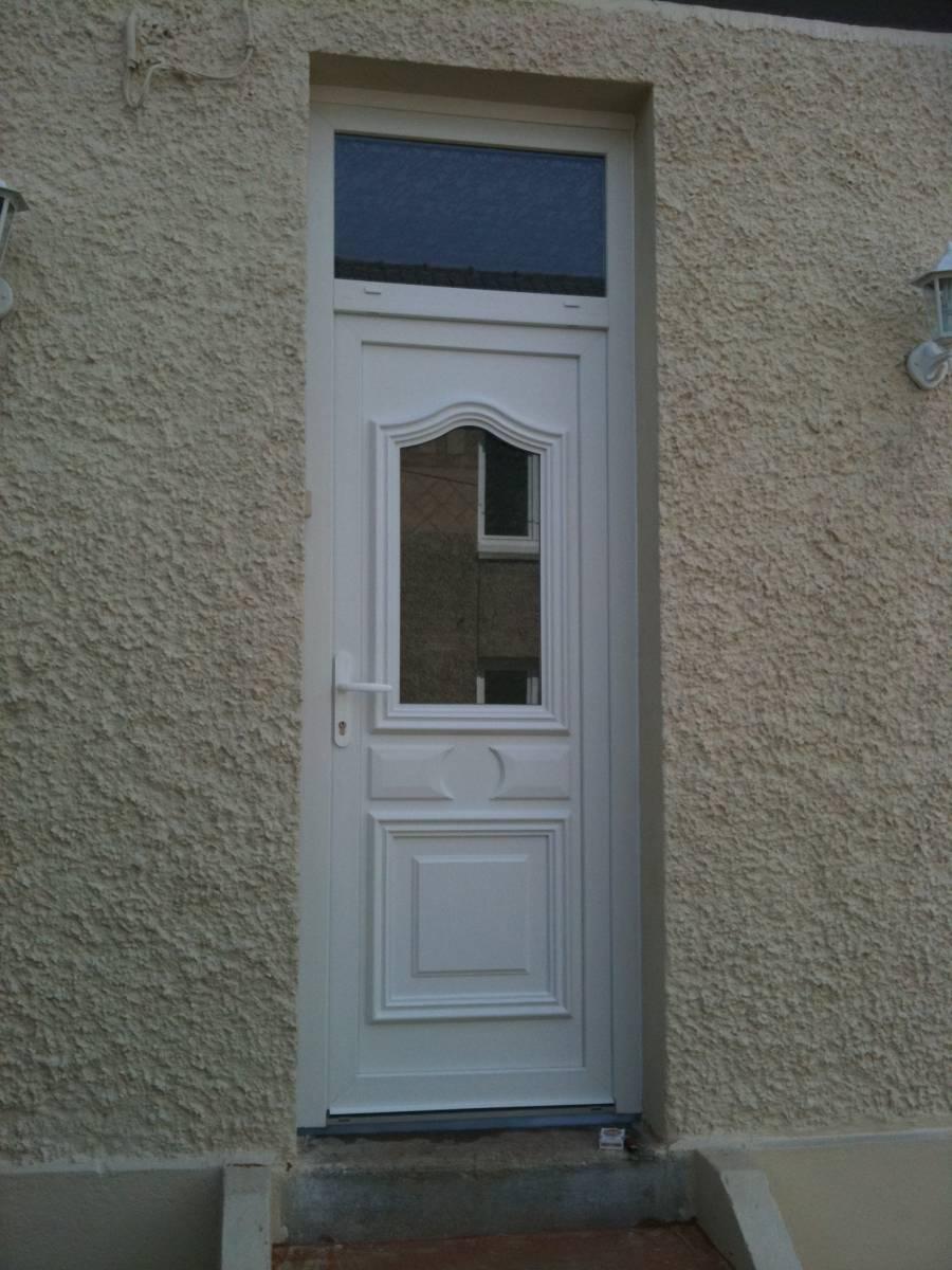 Installer une porte d 39 entr e pvc pour particulier notre dame de gravenchon entreprise de - Acheter une porte d entree ...